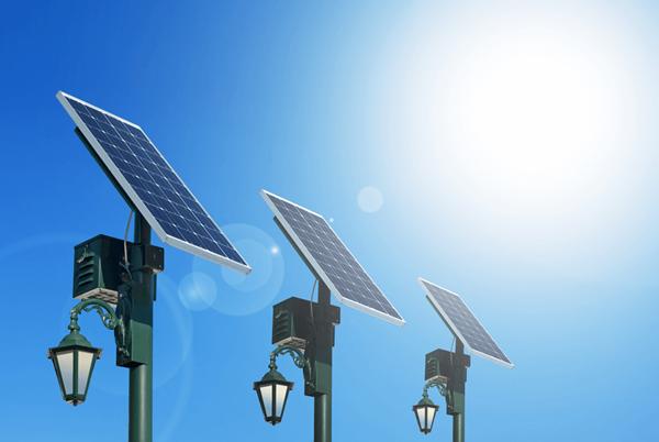 Nhập khẩu mặt hàng pin năng lượng mặt trời về Việt Nam